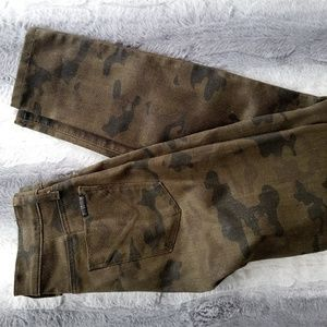 Hudson Mid Rise Camouflage Super Skinny Jeans 26